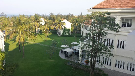 Boutique Hoi An Resort: Restaurant, garden and view from 4th floor