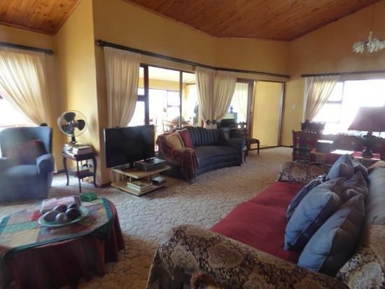 Dana Bay B&B Guest House: wohnzimmer mit frühstückzimmer im hintergrund