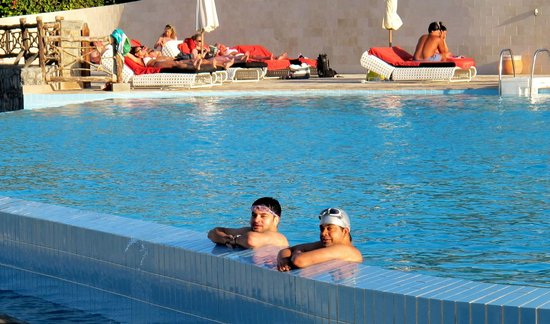 Cove Rotana Resort Ras Al Khaimah: Laguna bay pool