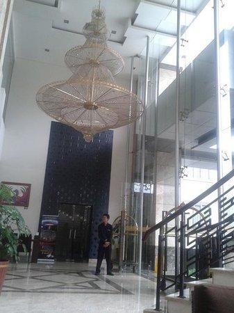 Gino Feruci Kebonjati Bandung: lobby