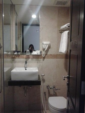 Gino Feruci Kebonjati Bandung: clean toilet