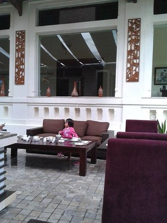 Gino Feruci Kebonjati Bandung: restaurant area