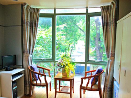 Hanoi New hotel: deluxe room with view
