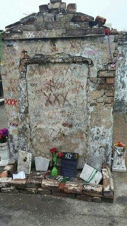 Free Tours by Foot : Marie Laveau burial place