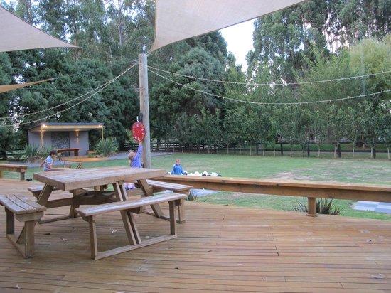 River Restaurant and Vineyard: outside