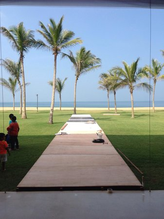 Anantaya Resort & Spa Chilaw: The view from the lobby