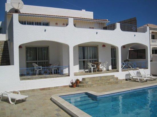 Villa M6: Die drei Zimmer zum Pool