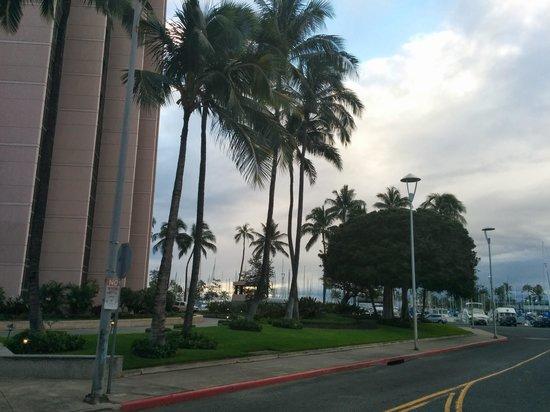 Hawaii Prince Hotel Waikiki: Hotel (Kalakaua Ave. side)