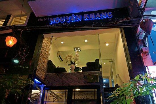 Nguyen Khang Hotel: HOTEL EXTERIOR