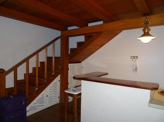 Pousada Casa de Paraty: Переход на второй этаж