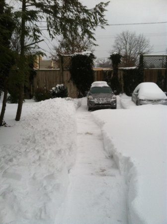 200 South Street Inn: Snow storm clean up