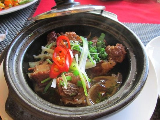 Nha Hang Yen's Restaurant: Claypot pork ribs - I didn't want to share with my husband, but I did because it was Valentine's