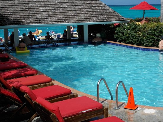 Royal Decameron Montego Beach: pool bar