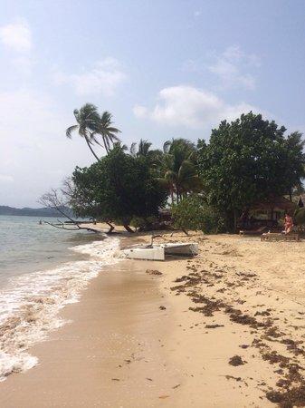 Ao Kao White Sand Beach Resort: Beach after rain.