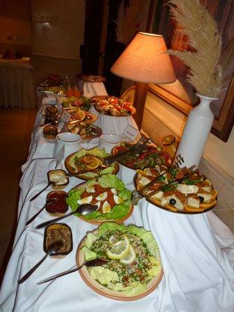 Radisson Blu Ulysse Resort & Thalasso, Djerba : buffet tunisien