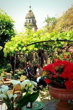 Costa Vella Hotel: Jardín hotel y San Francisco