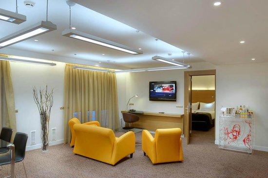 Vincci Zaragoza Zentro: Salón Habitación Junior Suite