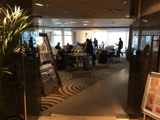 Hilton Paris La Defense : Breakfast Area with View