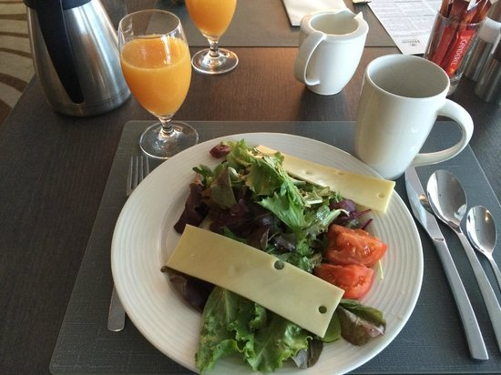 Hilton Paris La Defense : Salad for Breakfast