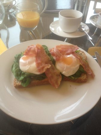 Regency Rooms: Breakfast!!