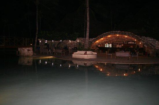Palumboreef Beach Resort: bar piscina