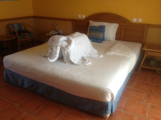 Lido Sharm Hotel: towel art