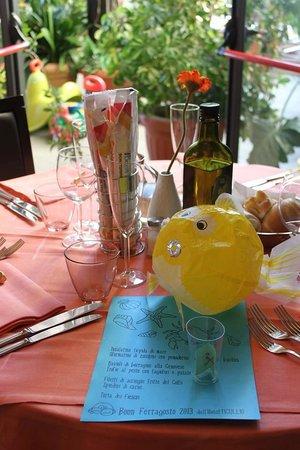 Tavola imbandita del ristorante dell'Hotel Tigullio a Lavagna
