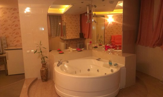 Hotel Helin Central: Jacuzzy