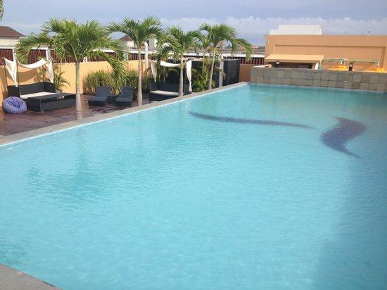 The Tusita Hotel: 酒店的屋顶是游泳池