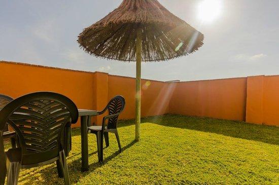 Hacienda Puerto de Conil: Jardín privado