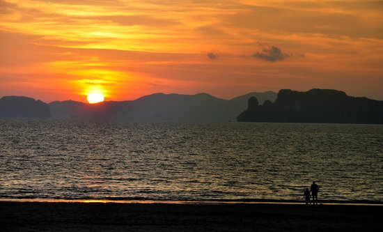 Amari Vogue Krabi: Sunset with a silhouette of the beautiful Hong Islands.