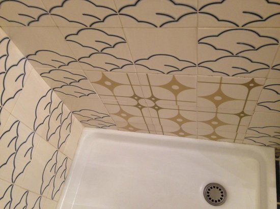 Idee ristrutturazione bagno stretto e lungo piastrella da bagno