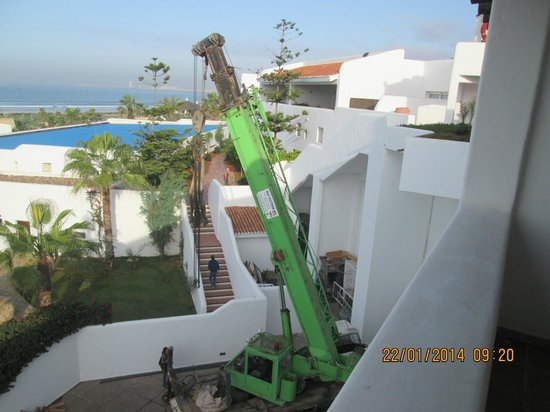ClubHotel Riu Tikida Dunas : The crane next day