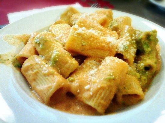 ¡Viva Maria! : Rigatoni con salsa de calabaza y brócoli