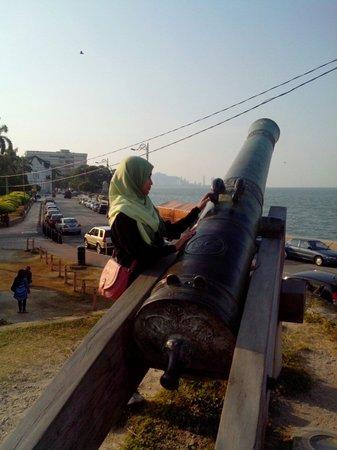 Fort Cornwallis : Meriam sri rambai..padang kota lama,fort cornvellis