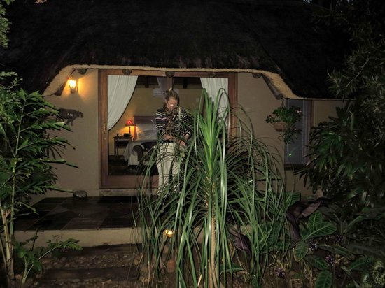 Mhlati Guest Cottages: Room from outside
