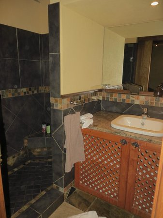 Mhlati Guest Cottages: Bathroom