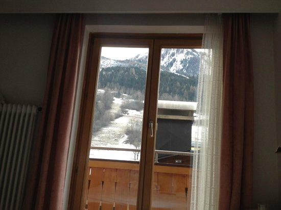 Pension Bergheil: the window with the view from our room