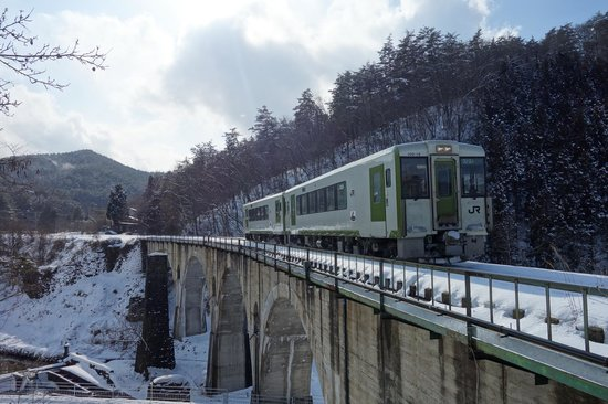 Iwate Prefecture, Japan: めがね橋を通る気動車