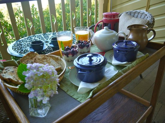 moments Mountain Retreat: Breakfast on our private balcony