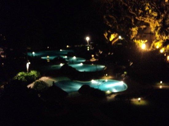 Shangri-La's Rasa Sayang Resort & Spa: Pools at night