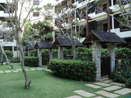 Shangri-La's Rasa Sayang Resort & Spa: Private entrances to rooms