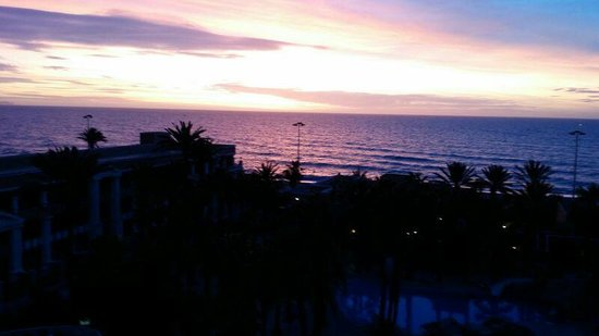 Playacapricho Hotel: amanecer