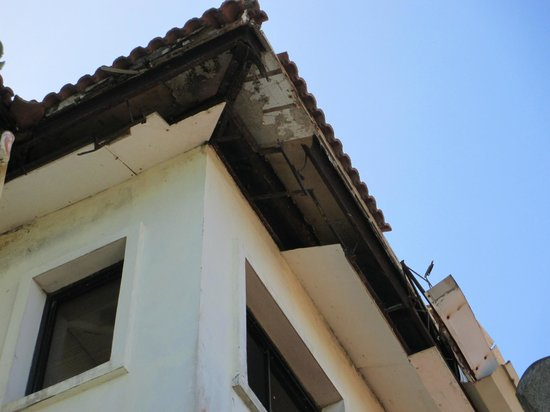Fairways & Bluewater : dangerous roof