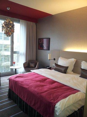 Radisson Blu Media Harbour Hotel, Dusseldorf : Standard Zimmer