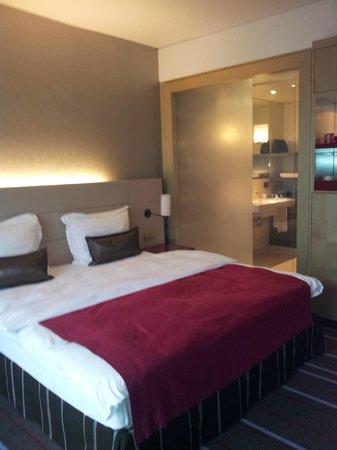 Radisson Blu Media Harbour Hotel, Dusseldorf: Standard Zimmer