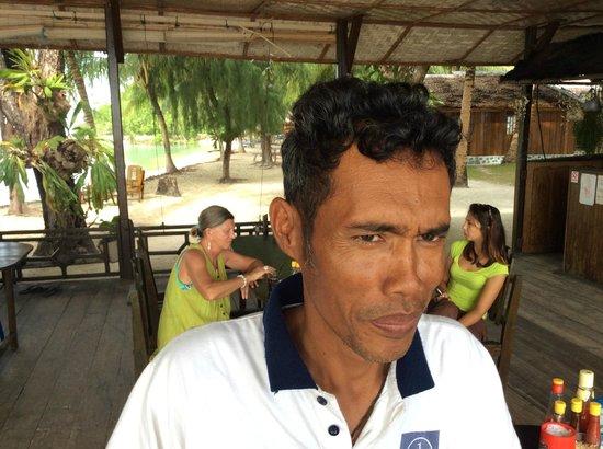 Fadhila Cottages : le patron et les voyageurs