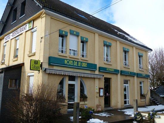 H tel de la gare saint sauves d 39 auvergne restaurant for Hotel pres de la gare