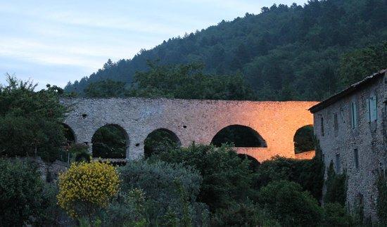 Le Gueco : Aqueduc à Volonne