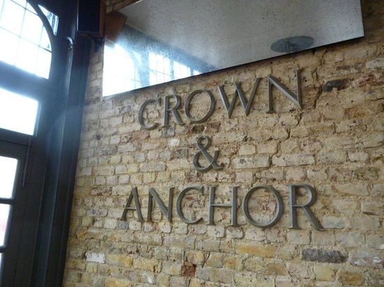‪Crown and Anchor‬